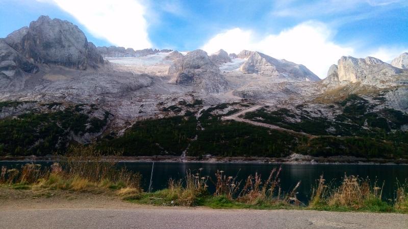 Lago di Fedaia e gruppo della Marmolada