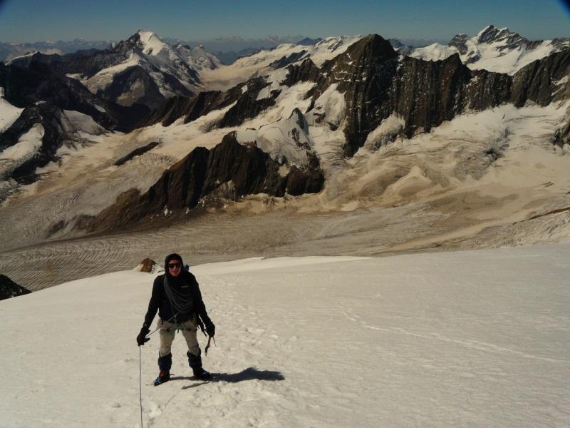Discesa con l'Aletschhorn alle spalle